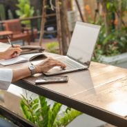 Is WFB(ackyard) the new WFH? 4 Tips for Working Outside